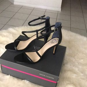 Vince Camuto VC-Careleen leather sandals